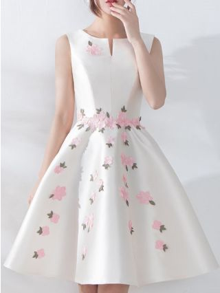 Bridesmaid Dress White Black Dress Sleeveless Round Neck Flower Embroidery Homecoming Dress Open Back Lace-up Short Party Evening Dresses